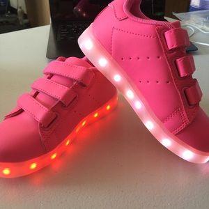 Lights up Led kids shoes.on sale